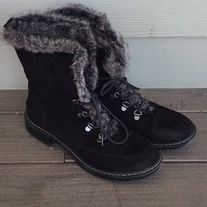 Bass fur and suede like lace up boots, size 9.5.